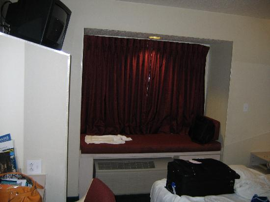 Microtel Inn & Suites by Wyndham Christiansburg/Blacksburg: View from the door