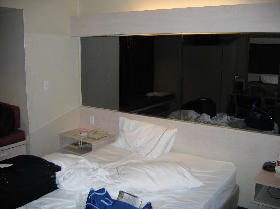Microtel Inn & Suites by Wyndham Christiansburg/Blacksburg: Bed view
