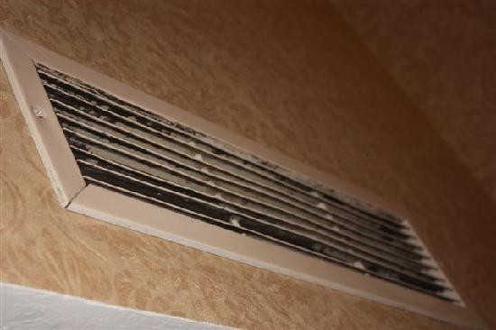 Humphreys Half Moon Inn: Dusty air conditioning vent