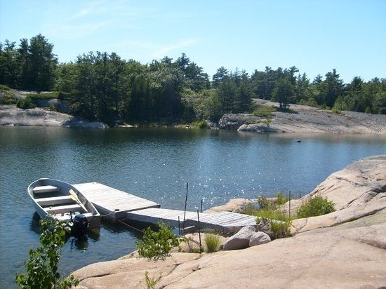 Parry Sound, Kanada: The old dock area.  There's the boat that was thrown last year.