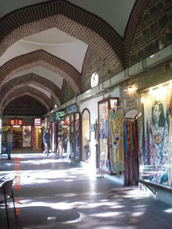 still at Bursa: silk bazaar! a.k.a. Koza Han.. where i got myy black&white scarf from! :D