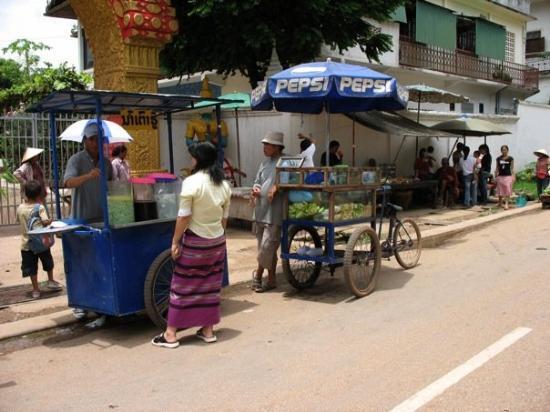 Wat Mixay: Street Vendors outside Wat Mixai