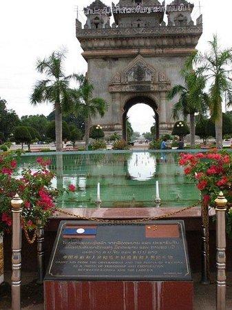 ประตูชัย: The new pool in front of the monument, given by the Chinese government