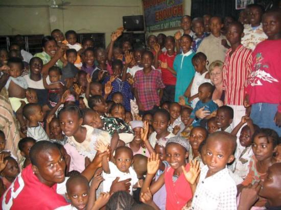 ลากอส, ไนจีเรีย: Nigeria, Africa 2004 Tami  IS in there somewhere!