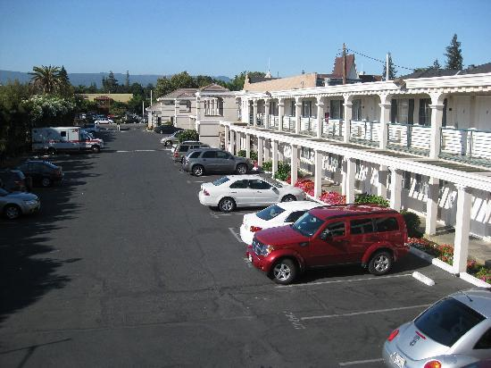 Comfort Inn Palo Alto: View from the deepest point towards El Camino Real and the reception