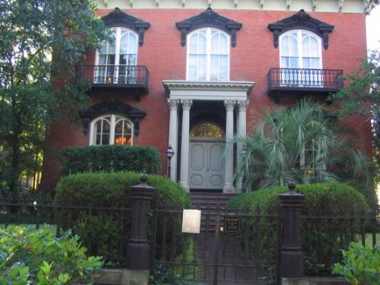 Mercer House featured in Midnight in the Garden of Good and Evil