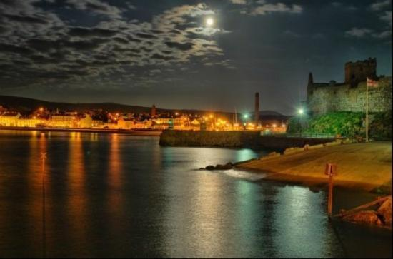 Peel Castle: peel bay!  this is the place i used to live.....good memories! :0)
