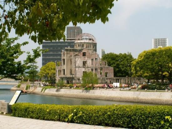 โดมปรมาณู: Atomic Bomb Dome 原爆ドーム