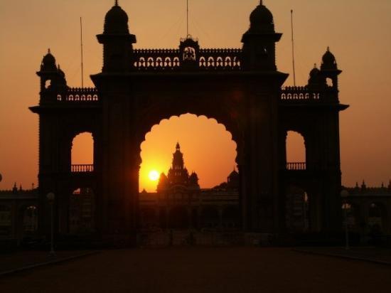 Bengaluru, India: Mysore Palace at sunset