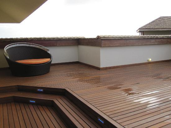 InterContinental Mauritius Resort Balaclava Fort: 2nd roof deck with a cozy sun chair.