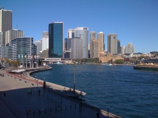 เซอคิวลาร์ เคว: Circular Quay and the Sydney skyline from the Opera House