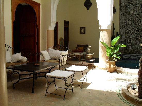 Riad Les Trois Palmiers El Bacha: Le rez de chaussée,idéal pour y prendre ses repas