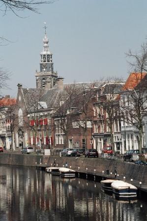 เกาดา, เนเธอร์แลนด์: On the canal.