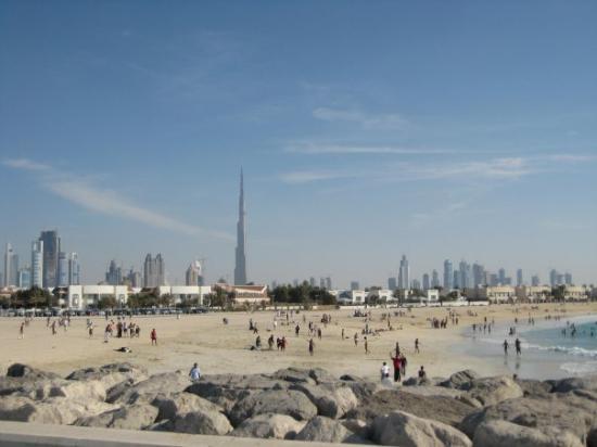 Plage et parc de Jumeira : Jumierah Beach with Burj
