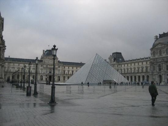The Inverted Pyramid Mus 233 E Du Louvre Picture Of Musee