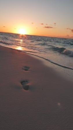 Footprints in the sand @ Grace Bay for Sunset  05.05.2009  Providenciales Turks & Caicos