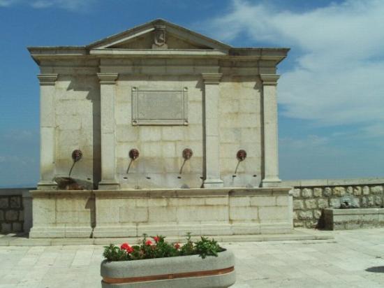 Potenza, อิตาลี: Fountain in Rapone