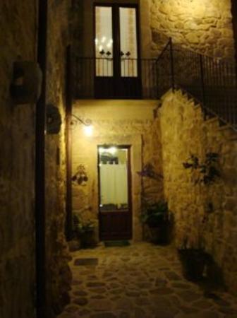 INGRESSO SALA PIANO TERRA  Agriturismo Baglio Pollicarini, ex convento del 1600, Pergusa (ENNA