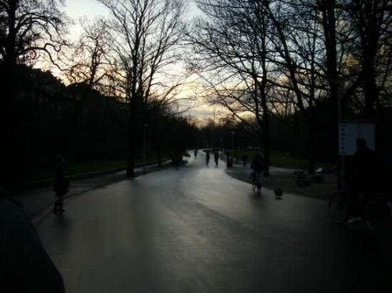 วอนเดลปาร์ค: Parque Vondel
