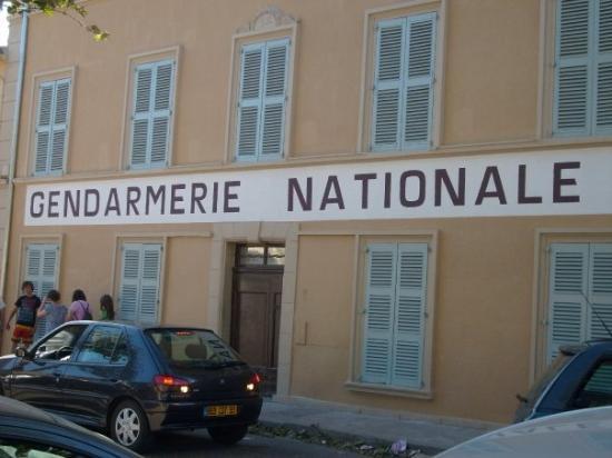 Gendarmerie nationale de st tropez ou ont tait tourner les fameux films avec lois de fun s les - Gendarmerie salon de provence ...