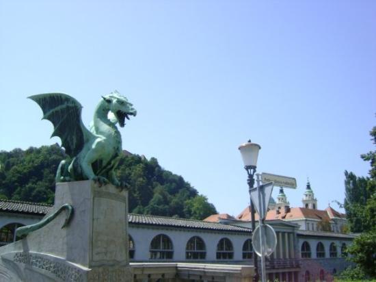 สะพานมังกร: Dragon Bridge by day, Ljubljana.