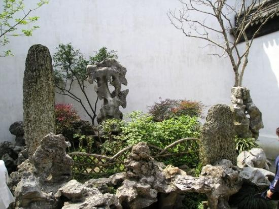 Lion Forest Garden: Shi Zi Lin (Lion Grove Garden): One of Suzhou's 4 greatest gardens. Rock formations are shaped l