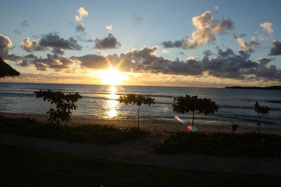 อินเตอร์คอนทิเน็นทอลฟิจิกอล์ฟรีสอร์ทแอนด์สปา: Sunset from our Patio