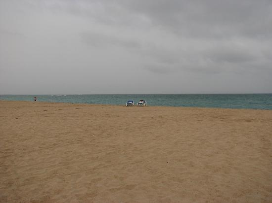 Hotel Riu Karamboa: resort beach