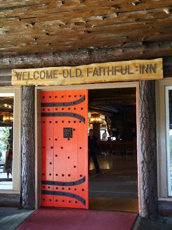 Front entrace to Old Faithful Inn