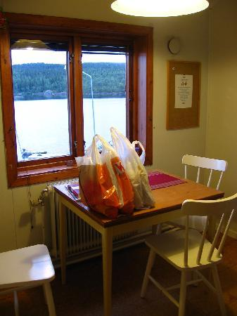 Tarnaby Rooms & Apartments: the kitchen with the lake