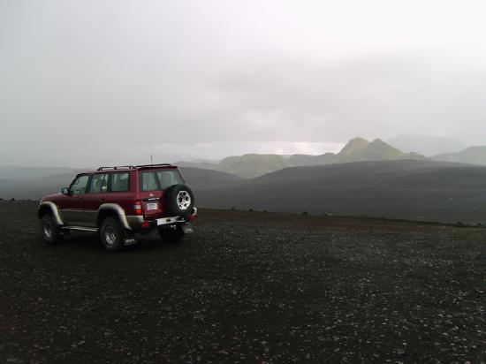 Gateway to Iceland: Notre fidèle carrosse lors d'une pause dans un paysage extraordinaire...