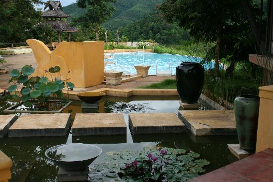 Doi Hom Fha Resort: piscine