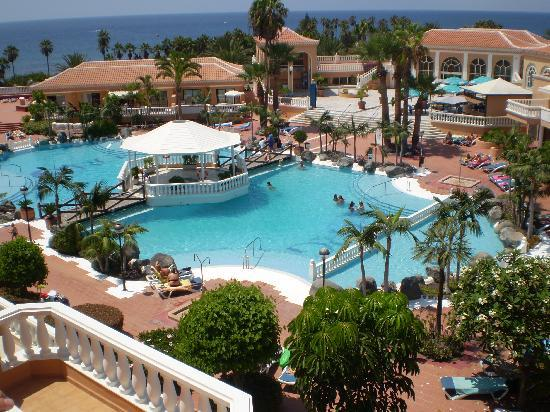 La piscina picture of tenerife royal gardens playa de for Alberca las americas