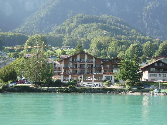Seehotel Bönigen: Hotel from the Lake
