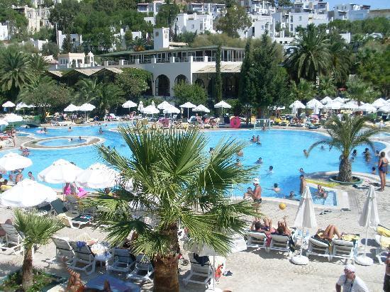 Labranda TMT Bodrum Resort: vue de la piscine