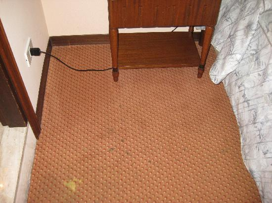 Colonna Palace Hotel Mediterraneo : Más moqueta habitación 607