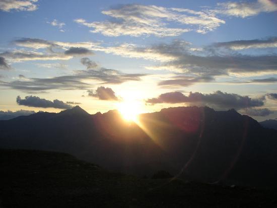 Nauders, Austria: Sonnenuntergang auf Bergkastel