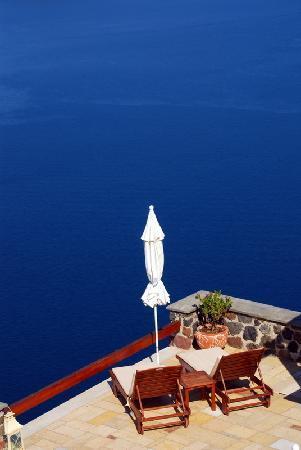 Tholos Resort: Pool deck