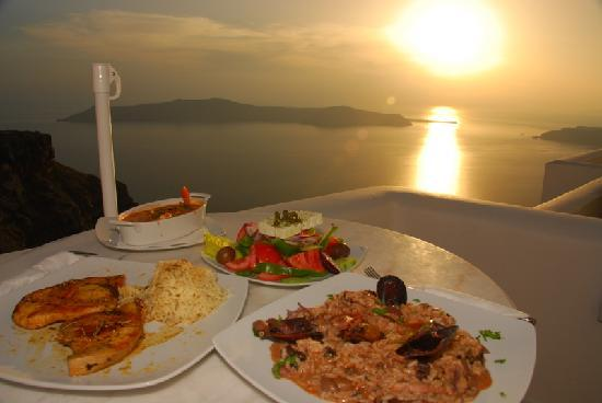 Tholos Resort: One of our dinners (swordfish, muscles, greek salad)