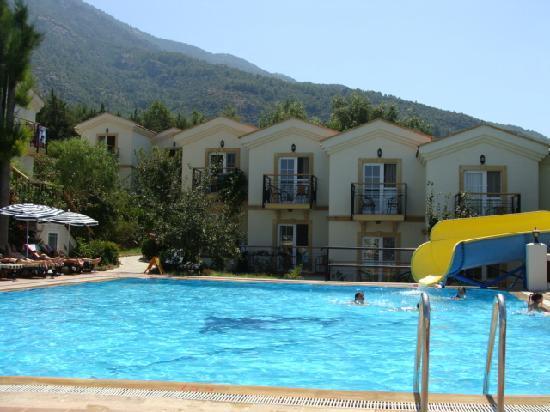 Royal Park Artemisia Club: Pool and Rooms