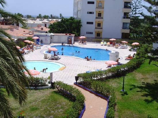 Desde la piscina bild fr n tamaran apartments playa del for Piscina playa del ingles