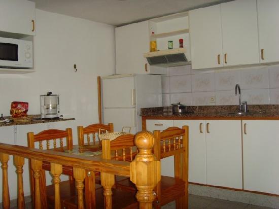 Tamaran Apartments: cocina