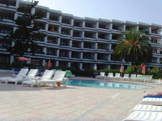 Tamaran Apartments : desde la piscina