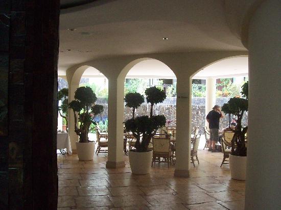 Hotel Beacon Escazu: The elegant lobby.