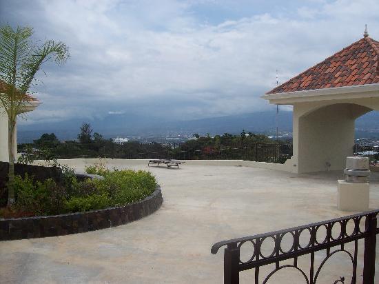 Hotel Beacon Escazu: Rooftop terrace for viewing the neighbourhood.