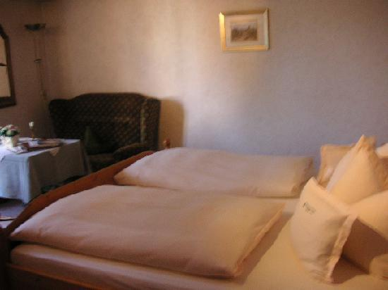 Waldblick Hotel Kniebis : Bedroom with fluffy duvet