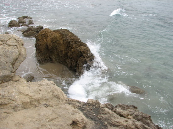 Leo Carrillo State Park and Beach: cliffs
