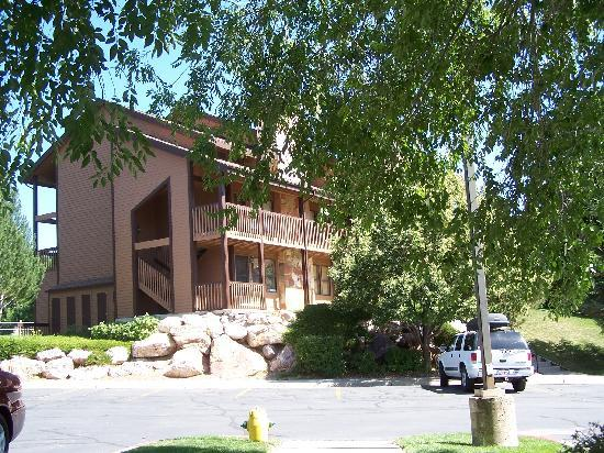 WorldMark Wolf Creek: Condo building