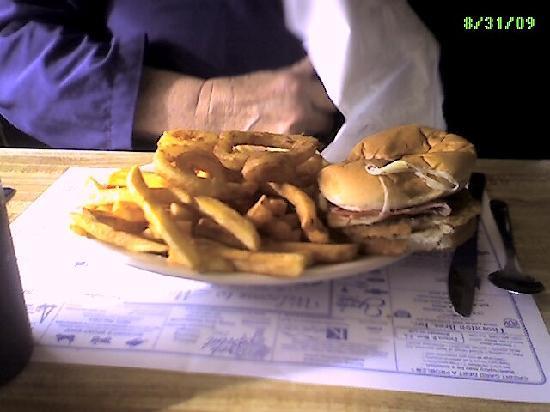Mars Hill, Μέιν: Chicken cordon blue platter. Very tasty