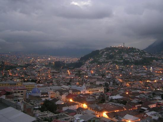 Cafe Mosaico : Quito at Dusk from the terrace
